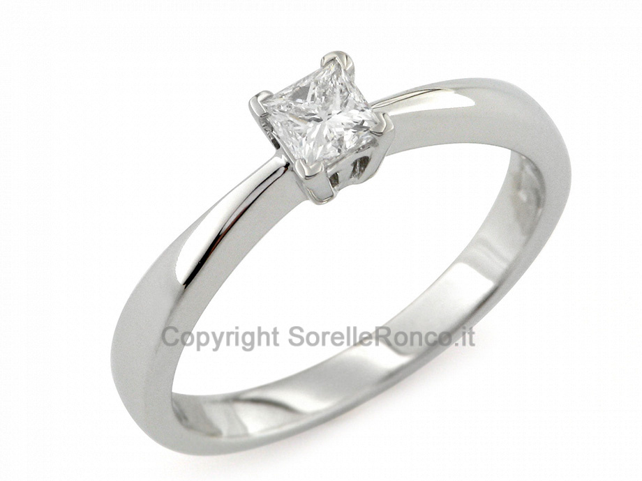 CF01328 - Anello con Diamante Solitario 0.32 Ct